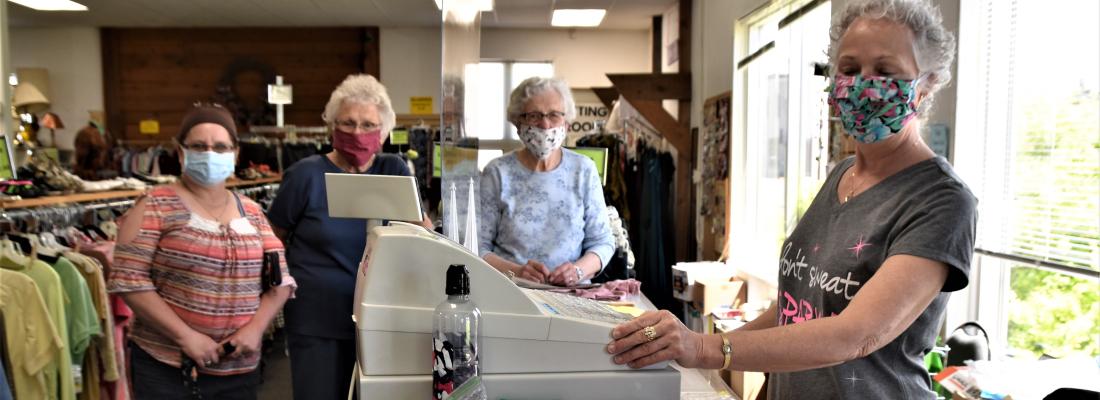 Tusen Tack Thrift Store volunteers